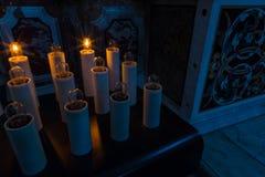 Bougies dans la basilique de Santa Maria, Castel di Sangro, Abruzz Photographie stock