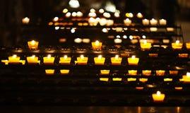 Bougies dans la cathédrale Image libre de droits