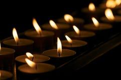 Bougies dans une église Photos stock