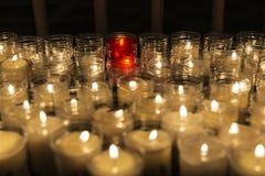 Bougies dans une église Photo stock