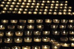 Bougies dans une église Images stock