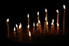 Bougies dans une obscurité Photos stock