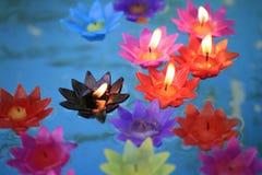Bougies décoratives de fleurs Photographie stock libre de droits