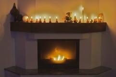 Bougies de cheminée et de renne pour Noël Images stock