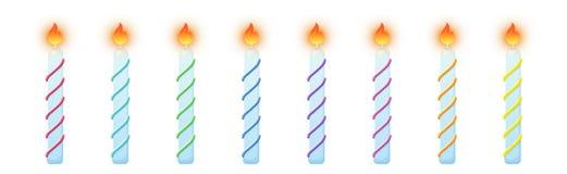 Bougies de g?teau d'anniversaire Ensemble coloré brûlant de bougies illustration libre de droits
