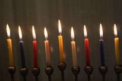 Bougies de Hanoucca pour des vacances juives de lumière Photo stock