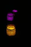 bougies de lampes fabriquées à la main colorées allumées Photographie stock libre de droits