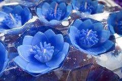 Bougies de Lotus dans un temple bouddhiste Image libre de droits