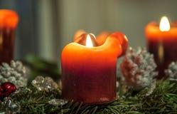 Bougies de Noël brûlant - 1 Photographie stock