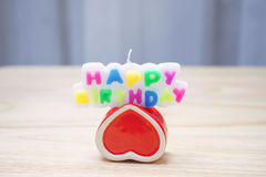 Bougies des textes de jour heureux de naissance Photo libre de droits