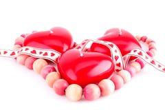 Bougies et collier rouges de coeur Photos libres de droits