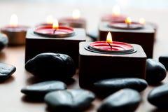 Bougies et pierres Photos libres de droits