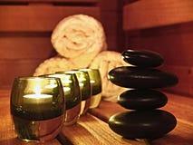 Bougies et pierres de zen Photo stock