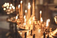 Bougies et plan rapproché de lampe Photos stock