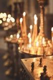 Bougies et plan rapproché de lampe Images stock