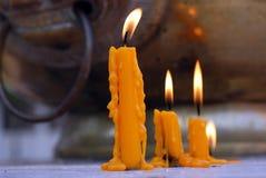 Bougies jaunes Photographie stock libre de droits