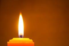 Bougies jaunes brûlantes Photo libre de droits