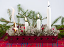 Bougies mettant le feu Images libres de droits