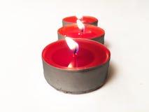 Bougies rouges au-dessus du fond blanc Images stock