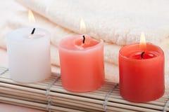 Bougies rouges et blanches Photographie stock libre de droits