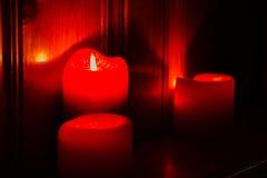 Bougies rouges rougeoyantes Image libre de droits