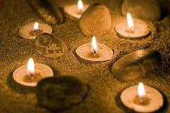 Bougies sur le sable Photos libres de droits