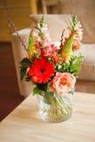 bouguet цветет стеклянная ваза Стоковая Фотография