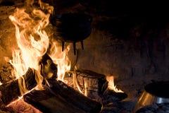 Bouilloire au-dessus d'incendie ouvert Photographie stock libre de droits
