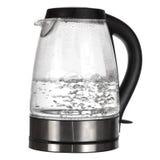 Bouilloire de thé avec l'eau bouillante image libre de droits