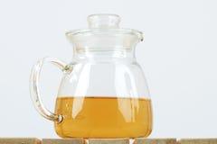 Bouilloire de thé sur le fond blanc Photo stock