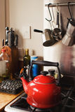 Bouilloire rouge Photographie stock libre de droits