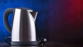 Bouilloire sans fil électrique d'acier inoxydable d'une capacité de litre photo stock