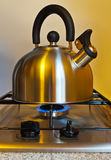 Bouilloire siffleuse de Stovetop Photo stock