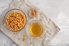 Bouillon de pois chiche - aquafaba Remplacez l'oeuf dans la cuisson pour le recip de vegan images libres de droits