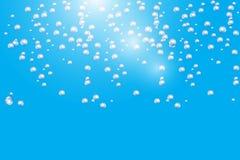 Bouillonne la texture sous-marine d'isolement sur le fond bleu Étincelles pétillantes dans l'eau, mer, océan Illustration sous-ma illustration de vecteur