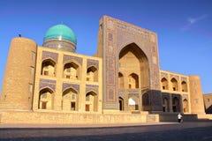 BOUKHARA, OEZBEKISTAN: Mir-I Arabische Madrasa Stock Afbeeldingen