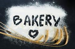Boulangerie écrite sur la farine photographie stock