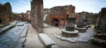 Boulangerie antique dans des rues de Pompeii photos stock
