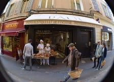 Boulangerie bakelser Paul, rue Marchal Foch, Aix-en-provence, Bouches-du-Rhone, Frankrike royaltyfria bilder