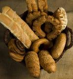 Boulangerie dans un panier Image libre de droits