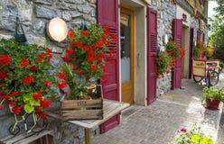 Boulangerie de LE FOURNIL et épicerie, produits fabriqués à la main dans le d'Abondance de Chapelle, France Photos libres de droits