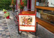 Boulangerie de LE FOURNIL et épicerie, produits fabriqués à la main dans le d'Abondance de Chapelle, France Photographie stock libre de droits