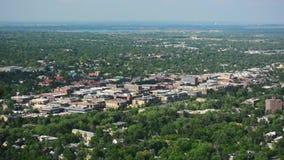 Boulder del centro, Colorado su Sunny Day con il bacino idrico di Boulder stock footage