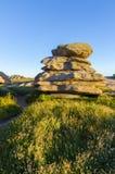 Boulder en la costa de Bretaña Imagenes de archivo