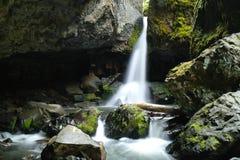 Boulder-Höhlen-Fälle lizenzfreie stockfotografie