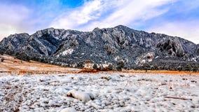 Boulder-Plätteisen im Schnee Stockfotografie