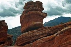 Boulder rischioso equilibrato Fotografia Stock Libera da Diritti