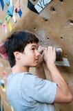 bouldering klättrare Royaltyfri Foto