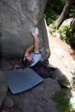bouldering/s'élever/roche Images libres de droits