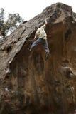 Bouldering, scalata di roccia Immagini Stock Libere da Diritti